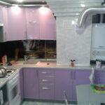 Фото Кухня пластик в алюминии в частном доме с фотопечатью