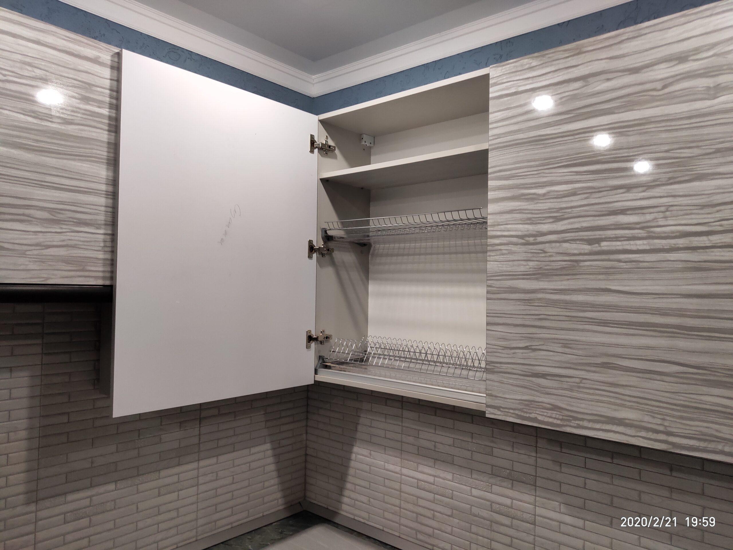 Фото Угловая кухня с шкафом