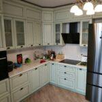 Фото Кухня из массива ясеня с каменной столешницей
