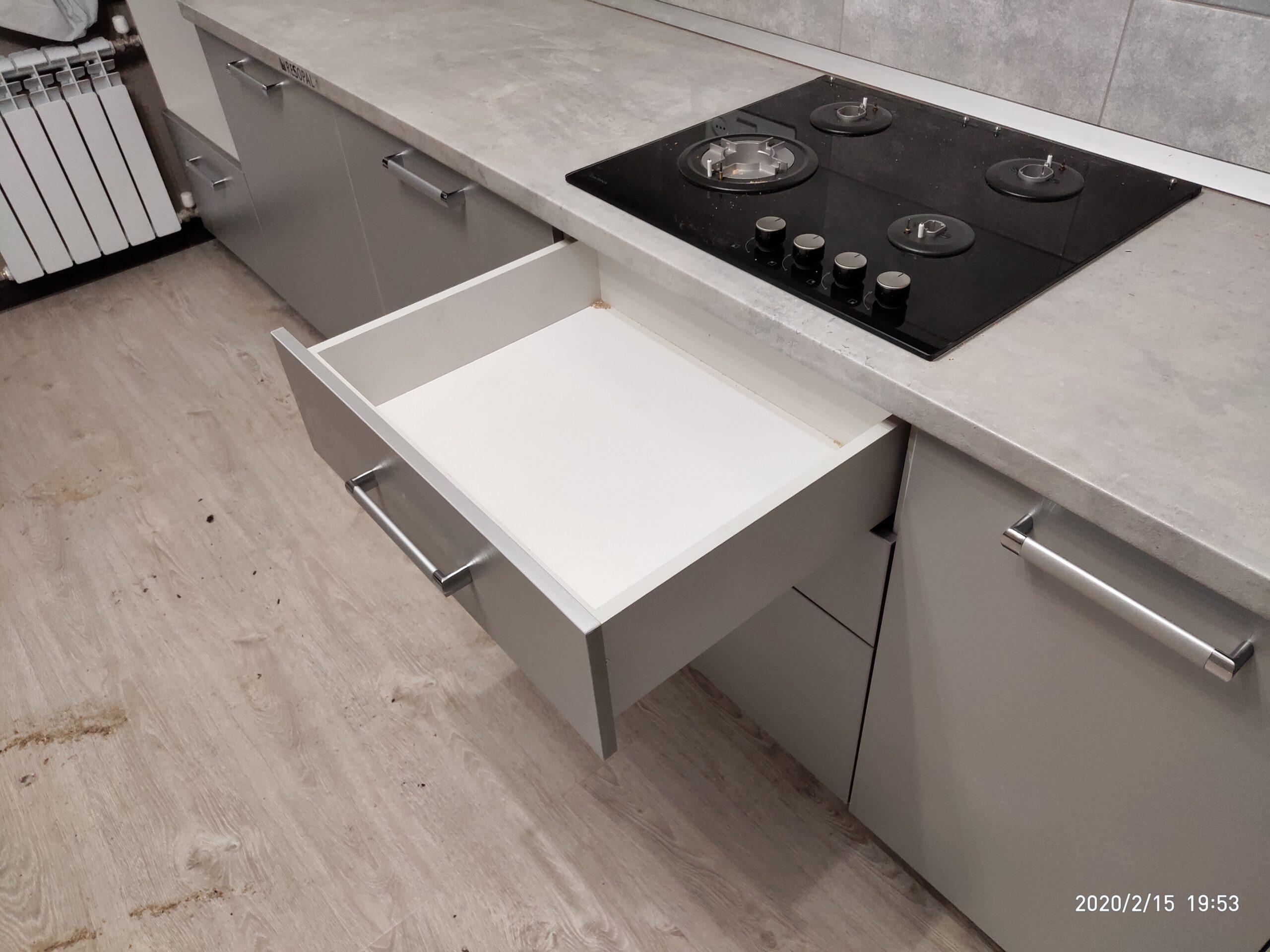 Фото Прямая кухня с фасадом из ЛДСП