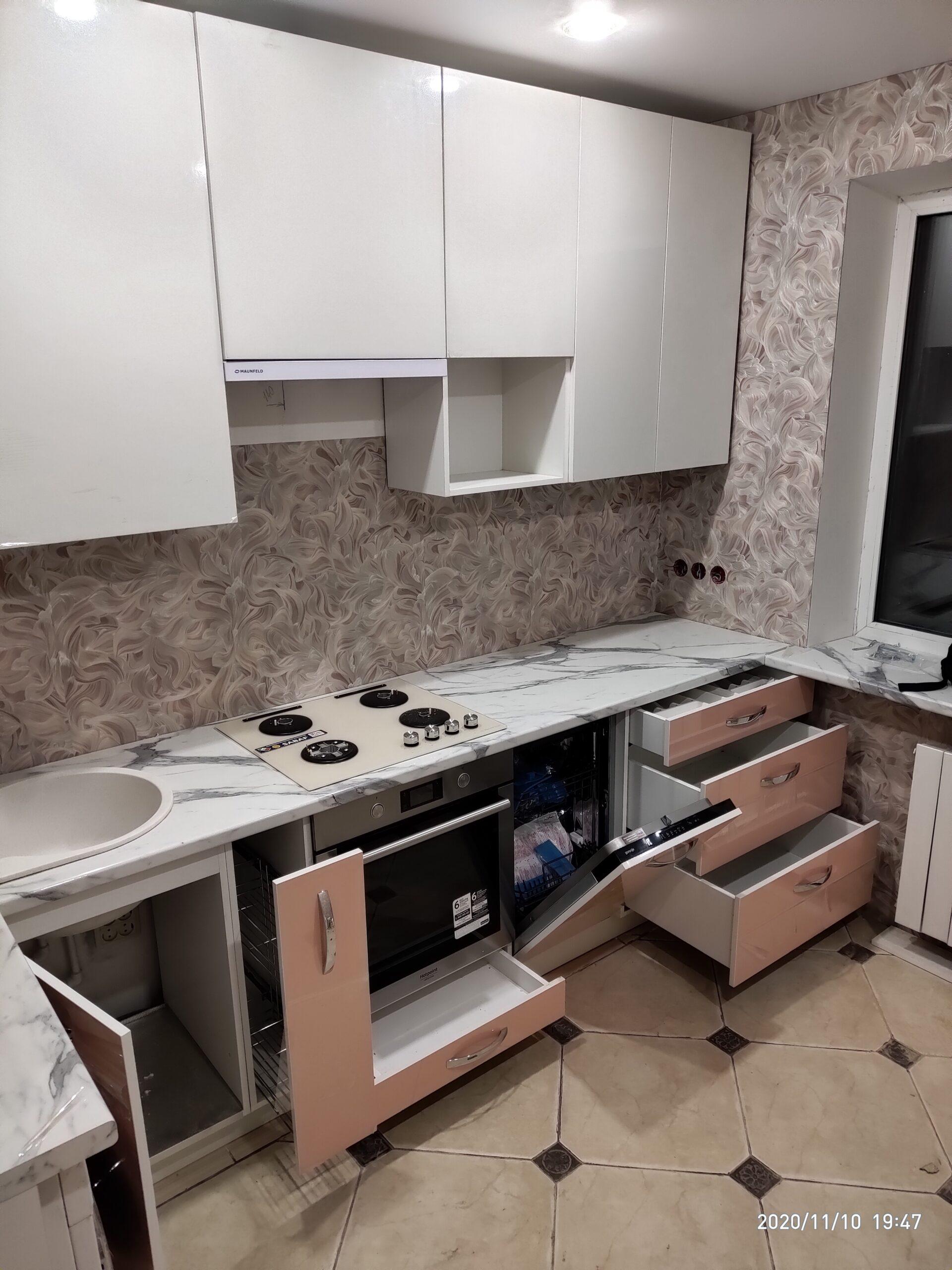 Фото Кухня в глянцевом пластике