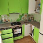 Фото Кухня лайм с фотопечатью на фартуке